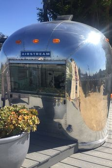 1969er Airstream Globetrotter auf den Hollywood Hills.